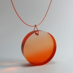bijou collier plexi cercle orange anais preaudat